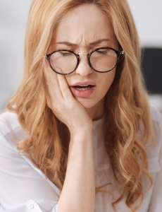 girl with glasses in severe pain